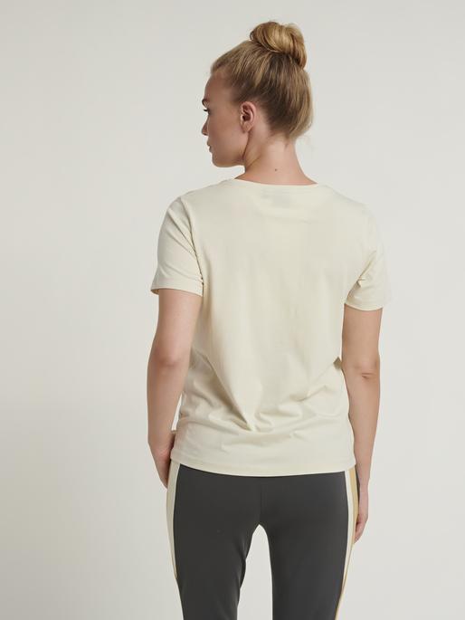 hmlGLORIA T-SHIRT , BONE WHITE, model