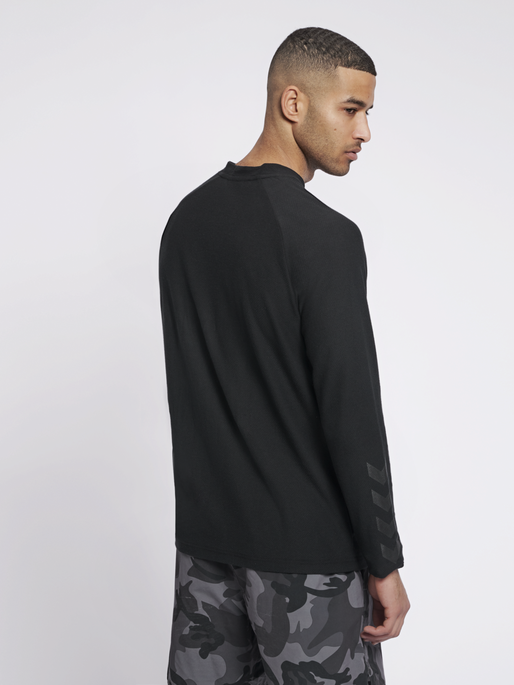 hmlJAREL T-SHIRT L/S, BLACK, model