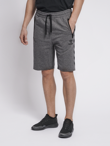 HMLRAY SHORTS, DARK GREY MELANGE, model