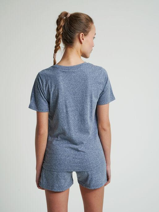 hmlZANDRA T-SHIRT, BLUE NIGHTS MELANGE, model