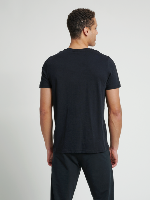 hmlLANEWAY T-SHIRT, BLACK, model