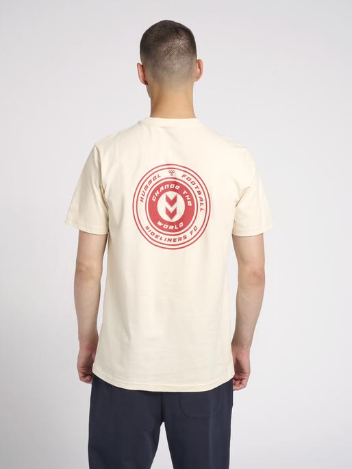 hmlMICHAEL T-SHIRT, BONE WHITE, model