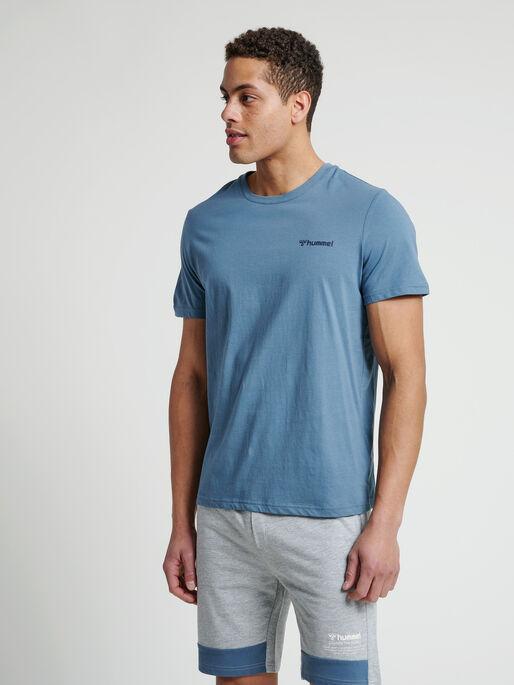 hmlTORONTO T-SHIRT, CHINA BLUE, model