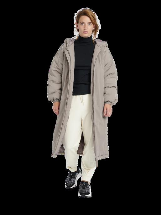 hmlEAST PUFFER LONG COAT, DRIFTWOOD, model