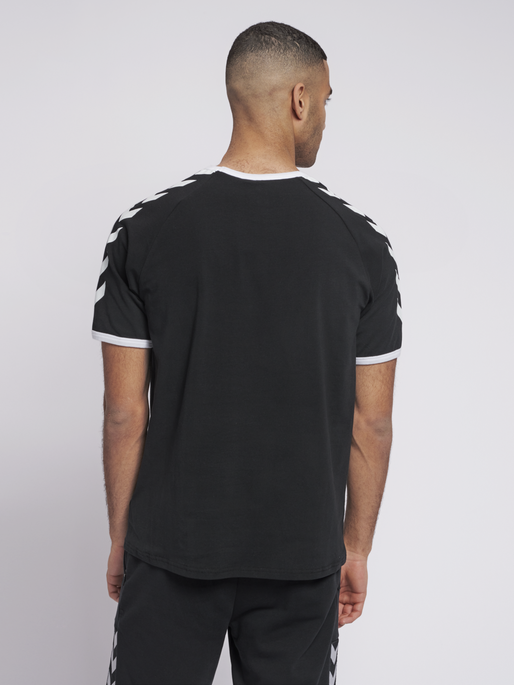 hmlJIMMY T-SHIRT S/S, BLACK, model