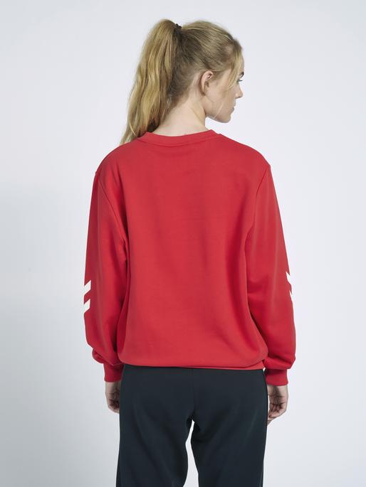 hmlLGC GRAHAM SWEATSHIRT, TRUE RED, model