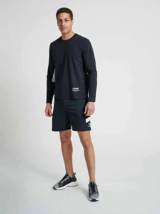 hmlALEC SHORTS, BLACK, model