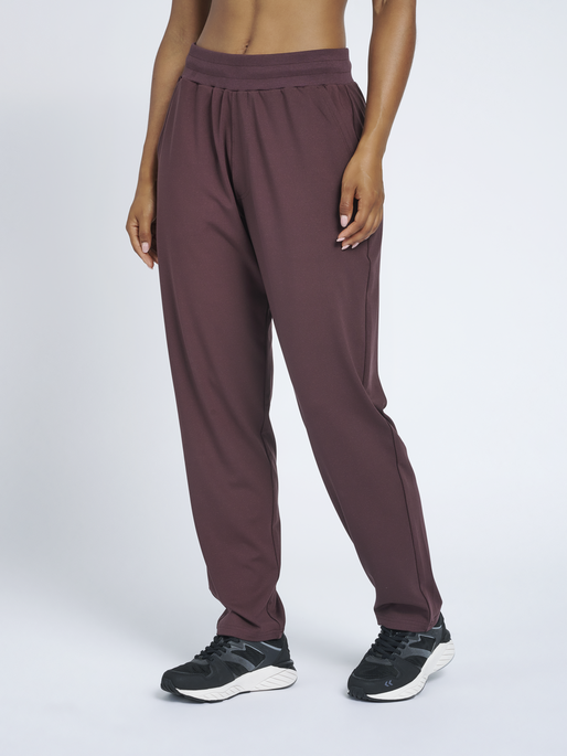 hmlLUISE LOOSE PANTS, FUDGE , model