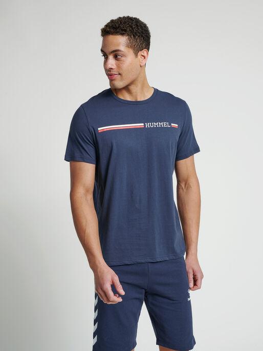hmlMONTREAL T-SHIRT, BLUE NIGHTS, model