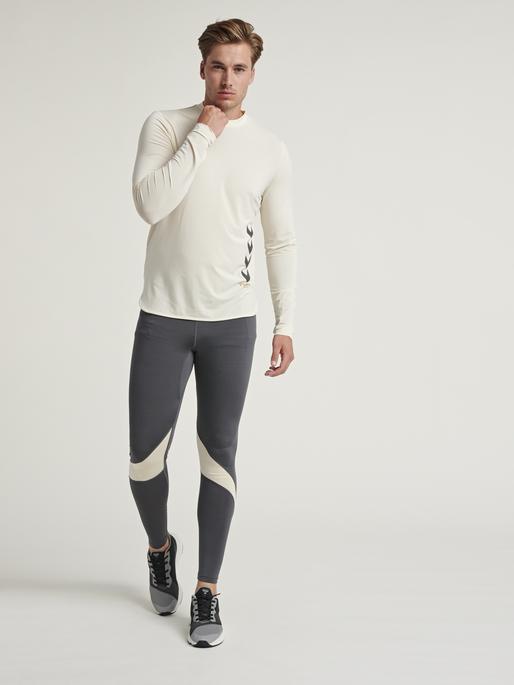hmlMARLEY T-SHIRT L/S, BONE WHITE, model