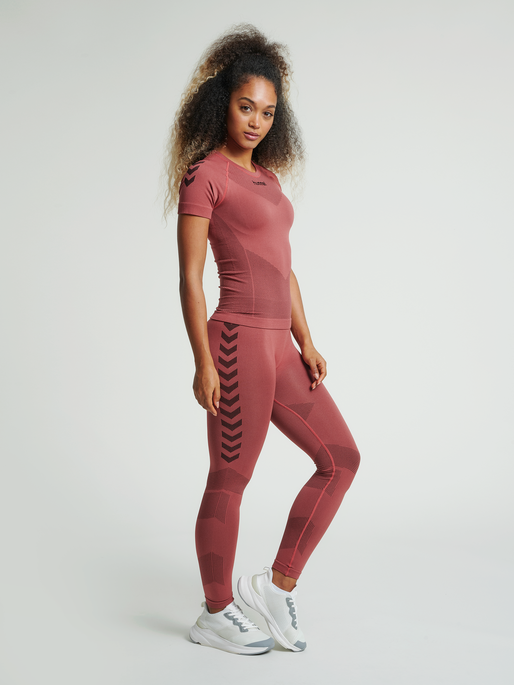 HUMMEL FIRST SEAMLESS JERSEY S/S WOMAN, MARSALA, model