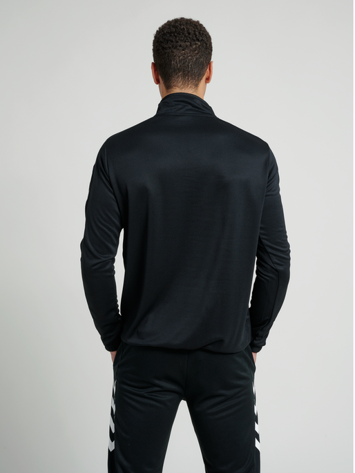 CORE 1/2 ZIP SWEAT, BLACK, model