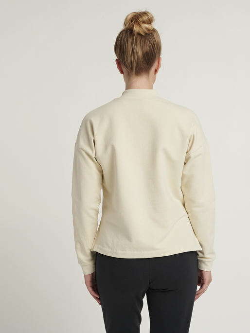 hmlFLEW SHORT SWEATSHIRT, BONE WHITE, model