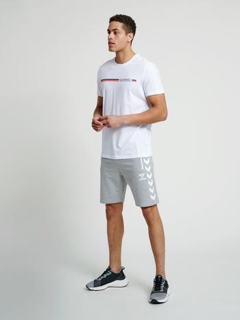hmlMONTREAL T-SHIRT, WHITE, model