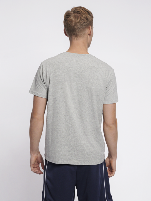 hmlSIGGE T-SHIRT S/S, GREY MELANGE, model