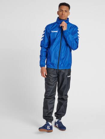 CORE SPRAY JACKET, TRUE BLUE, model