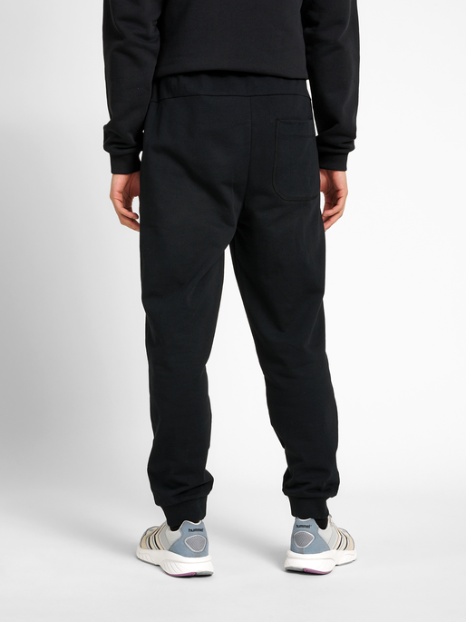 hmlTEMPO PANTS, BLACK, model