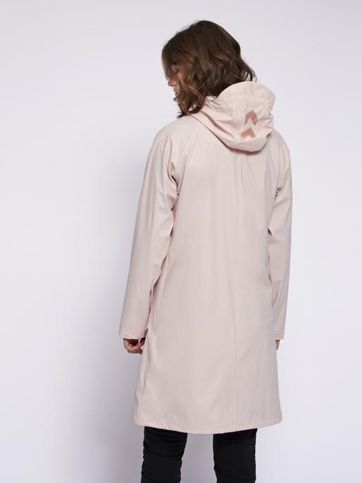 hmlJOY RAIN COAT, CLOUD PINK, model