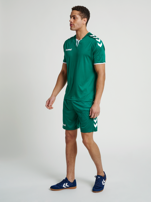 CORE SS POLY JERSEY, EVERGREEN PR, model