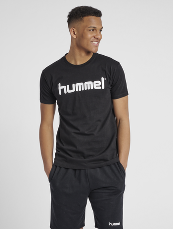 HUMMEL GO COTTON LOGO T-SHIRT S/S, BLACK, model